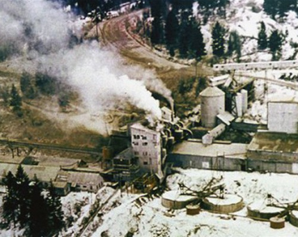 W.R. Grace plant smoke spreading tremolite asbestos dust over Libby, Montana